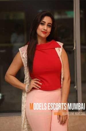 Sexy Mumbai Escort